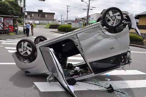 親の車事故った…(単独)