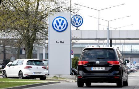VW「古いディーゼル車にお乗りの方へ、買い替えで最大100万円割引します」