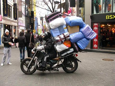 バイク乗る時ってリュック以外に荷物持つ手段なくね?