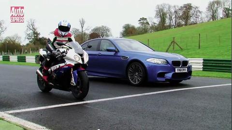 車とバイク速さを競ったらバイクの圧勝?