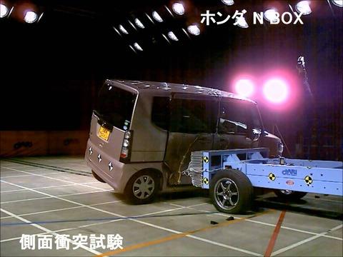 N-BOXの衝突試験動画がきたぞ!スズキより圧倒的な安全性を見せつけた