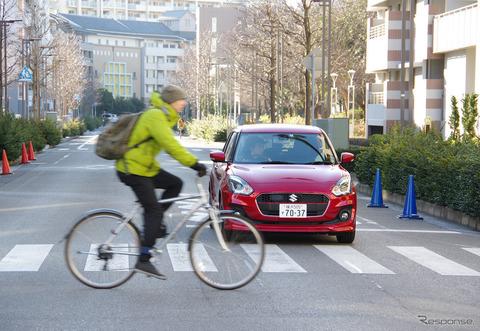 横断歩道を渡ろうとしてる自転車に対して車は一時停止義務があるのか?
