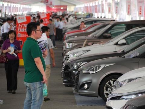 日本人は車にメンツを求めないのか? 高級車をあまり見かけない日本