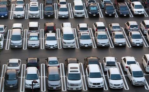 車が売れないのは所得が減ったのではなく、車を買う人は情弱というカテゴリになっているから