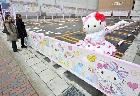 【社会】名古屋にハローキティの駐車場