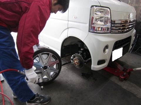 自分でタイヤ交換できないやつは車所有する資格なし!