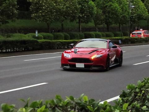 東京の都心部高級車多すぎだろ