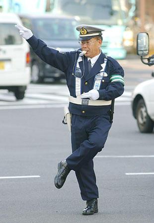 完全に自動運転の自動車が普及したら警察の交通課はどうすんの?