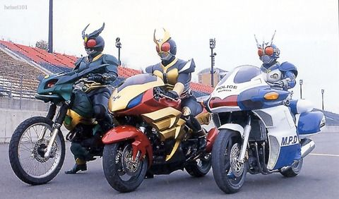 ちょっとまって!     仮面ライダー  バイクあんまのってないやん!