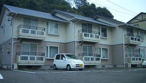 車買うんだけど駐車場が俺の安アパートの真ん前でやっぱ身分に合わせて軽自動車にしたほうが良いのかな?
