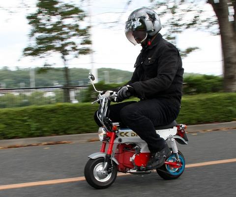 原付おれ(60km/s)「いっけぇえええええええ!!!!!うひょおおおおお!!!!!!」