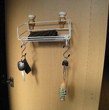 お前らって自宅に戻ったら車のキーや家の鍵や財布を所定の位置に置いてるの?