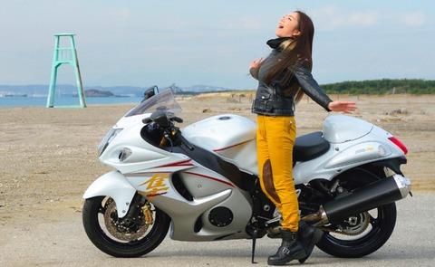 女「見て見て!あの人自分のバイクに 『隼』 とか書いてる~wwwww」 俺「ハハwww」