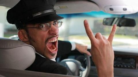 回送ばかりのタクシーが多い中やっと空車に乗ったんだが運転手が外国人で...