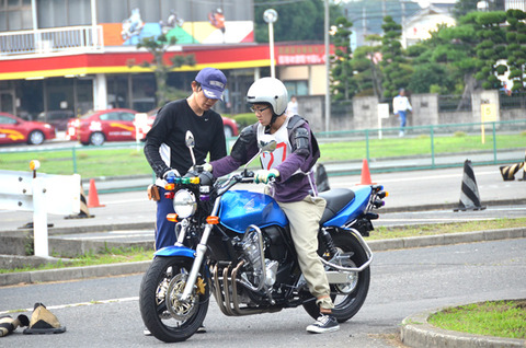 バイクの中型免許欲しいんだが、教習所行きたくない