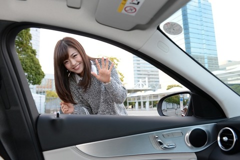彼女との初デート 彼女「俺君の車燃費どれくらい?」俺「リッター15kくらいかなー」