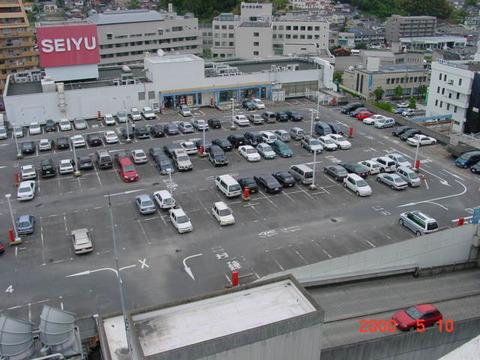 イオンの屋上駐車場とかにいっぱいいる昼間から車の中で寝てる連中