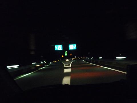 深夜の高速のICの雰囲気が好きなやつwwww