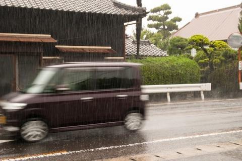 車1「ヴゥーン」バシャ!」車2「ヴゥーン」バシャン! びしょ濡れ俺「…」