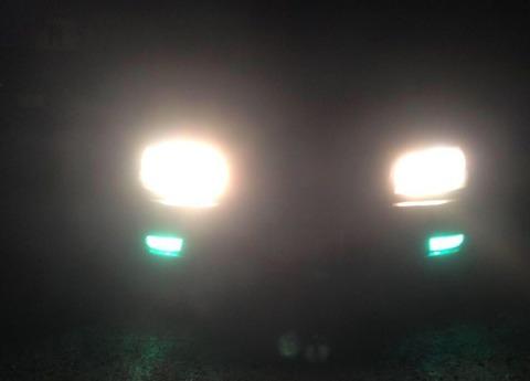 前の車のライトついてなかったから2回バッシングしたんやが気づいてもらえなかった