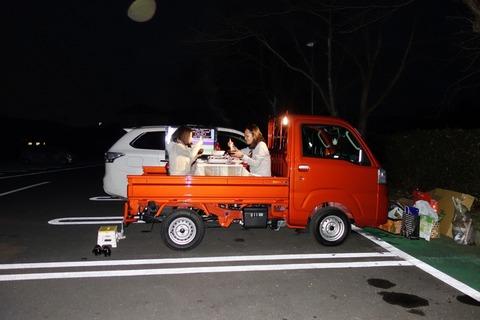 (ヽ´ん`)「デートには、軽自動車で行くことにしてる 」