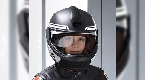 視線を移動せずに速度や位置情報を確認できる「スマートヘルメット」などの試作品を発表