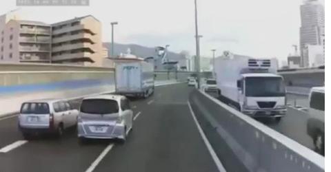 DQN「なんやあの飛ばしまくってる車、寄せたろ!w」