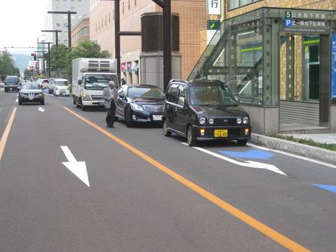 ワイ「次左折やし左車線寄っとこ」→敵「ざんね~ん路駐でした!通行できませーんw」