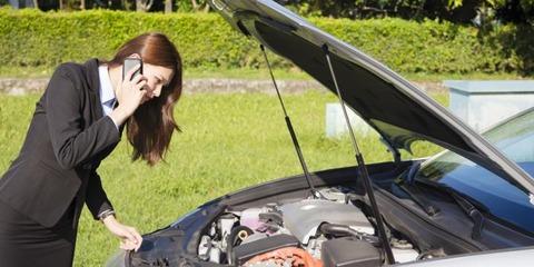 女「車のエンジンがかからないの・・・」男「あら?バッテリーかな?ライトはつく?」