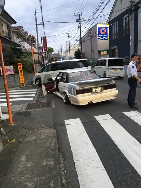 【画像】オラついた車、事故って大破