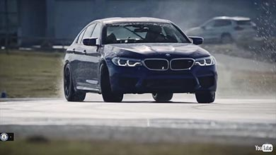 【ドイツ】ツインドリフトで給油する荒業 連続ドリフト世界記録が更新、BMWで8時間に渡って滑り続ける[18/1/22]
