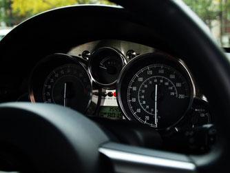 高速で最高80km/hなのに200km/h出る車が売られてる