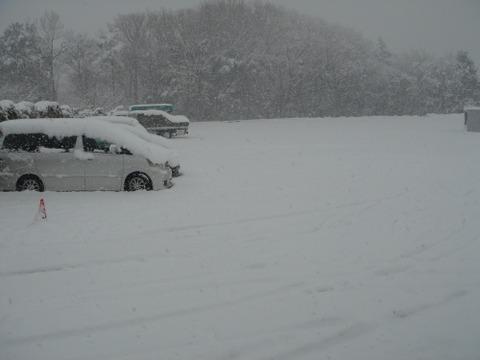 【想定外】関東・東海地方でも「ドカ雪」、夏タイヤ着用車の「チェーン難民」続出へ