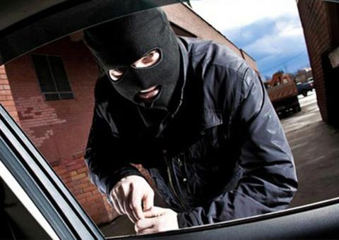 自動車を盗もうとしたゆとり、マニュアルミッションが運転できず盗むのを断念!マニュアル大勝