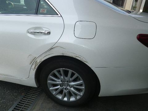 バカ「コンクリートにこすって自動車修理17万かかる」ぼく「......自分でなおせば?」バカ「できねーよ!」