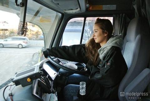 職業はトラック運転手…とても人前には言えない