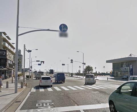 なんでGoogle Mapって車の標識の下の注意書きみたいなのモザイクかけるんだろ?