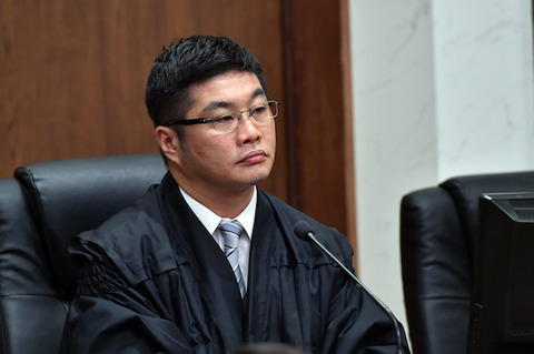 【裁判】高速道でBMWを時速208キロで運転、事故 裁判官「日本では考えられない速度」被告「私もびっくりしている」…神戸地裁