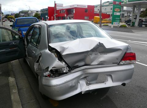 貰い事故で車全損させられたけど質問ある?
