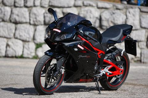昔俺「バイクは250がベストサイズだろ」大型取得俺「リッター乗ってナンボだろ、中免小僧乙」