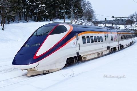 軽自動車が新幹線に突っ込み逃走中 山形