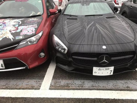【悲報】アニオタさん高級車に喧嘩を売ってしまう、、、、、、、、、、、