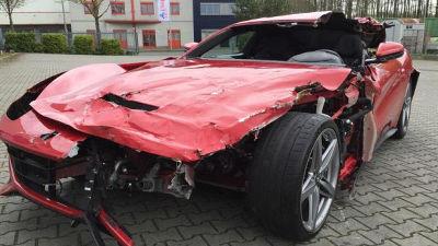 【クルマ】事故でほぼ全損のフェラーリF12ベルリネッタが1000万円で販売中