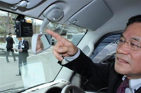 ロリコン犯罪が多いので公用車全部にドライブレコーダーを装備へ ユピテル「ガタッ」