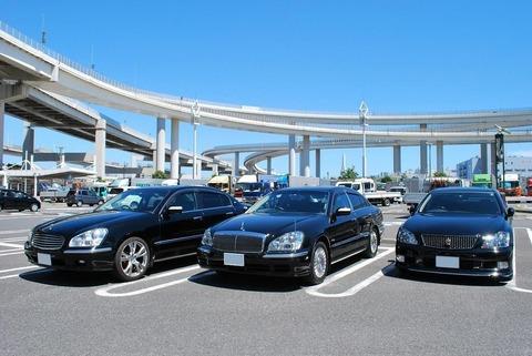 真夏のクソ暑いときに黒の車乗ってる奴って何なの?