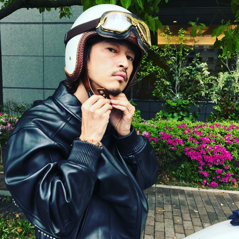 【芸能】窪塚洋介、イケメンすぎるライダーショット バイクを楽しむ姿を披露