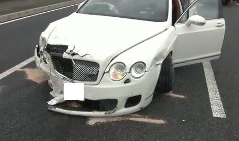 白塗りの高級車にぶつかった結果wwwww