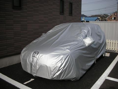 青空駐車で車カバーかけてる車カスwワロタww汚れなくておいちいね!だってよww