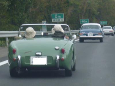 教習車も路上教習では実際の流れに乗らせるべきじゃね?