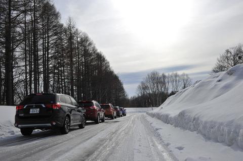 【交通】雪で立ち往生の車に罰金、国交省が検討「タイヤチェーンの装着を促す」